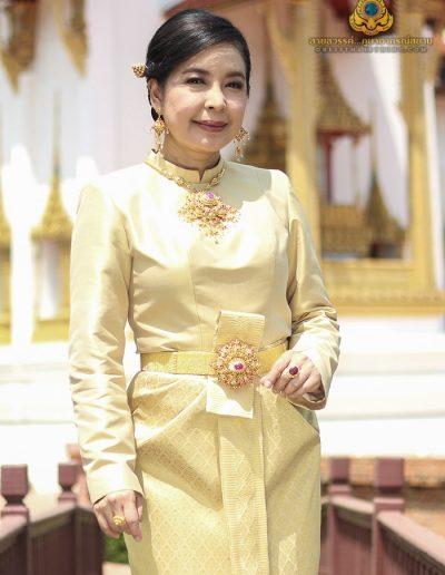 ชุดไทยบรมพิมานผ้าไหมยกทอง 20 ตะกอ งานโอทอป อ.เขวาสินรินทร์ จ.สุรินทร์