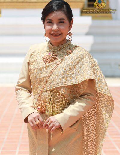 ชุดไทยศิวาลัยผ้าไหมยกทองงานโอทอป อ.เขวาสินรินทร์ จ.สุรินทร์