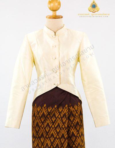 เสื้อคอตั้งแขนกระบอกผ้าไหมปักธงชัยตรานกยูงพระราชทานสีงาช้าง