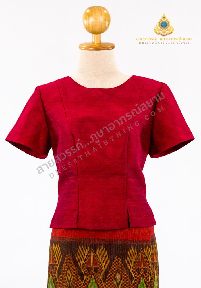เสื้อลำลองแขนสั้นคอกลม ผ้าไหมสี่เส้นปักธงชัย สีแดง
