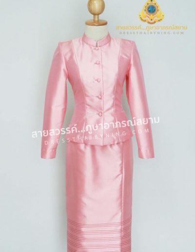 ชุดไทยจิตรลดาผ้าไหมแท้จากปักธงชัย สีชมพูลายเชิง สีหวาน เหมาะสำหรับสุภาพสตรีผู้อ่อนหวานมากค่ะ ( size M ) ราคา 7,500.- พร้อมส่งค่ะ