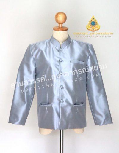 เสื้อพระราชทานแขนยาวสีเทาอ่อน ผ้าไหมปักธงชัยเนื้อพิเศษ ( Size M , L ) ราคาตัวละ 5,500.-