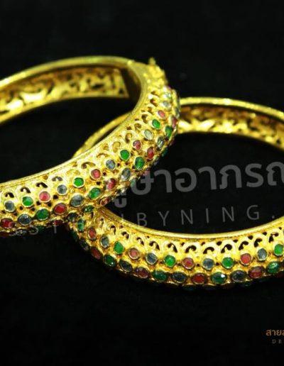 """""""เครื่องประดับชุดไทยทองเหลืองประดับพลอยสี"""" สอบถามได้ที่เว็บไซต์นี้ หรือที่ Line ID @dressthaibyning , Tel : 0915499296 ได้เลยนะคะ"""