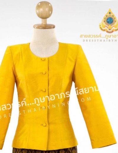 เสื้อแบบชุดไทยเรือนต้นสีจำปาแก่ผ้าไหมสี่เส้นจากปักธงชัย ราคา 2,500.-